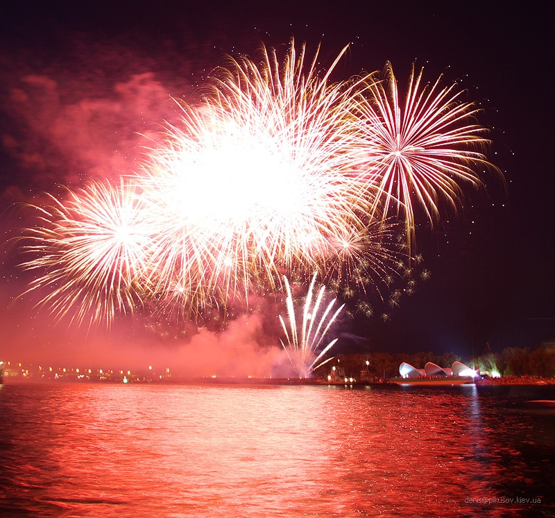 http://www.pikusov.kiev.ua/firework/IMGP2162.jpg