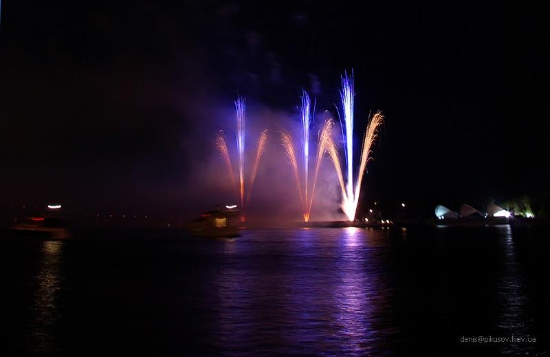 http://www.pikusov.kiev.ua/firework/IMGP2176.jpg