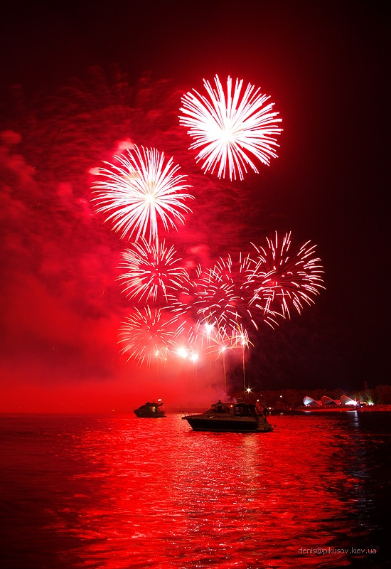 http://www.pikusov.kiev.ua/firework/IMGP2181.jpg