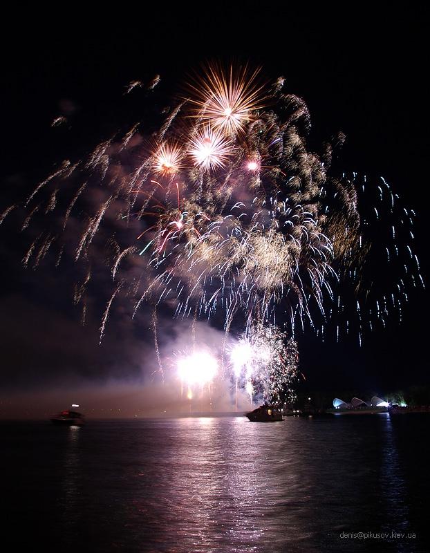 http://www.pikusov.kiev.ua/firework/IMGP2189.jpg