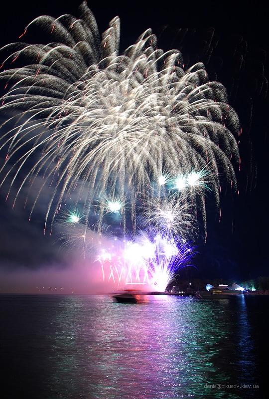 http://www.pikusov.kiev.ua/firework/IMGP2191.jpg