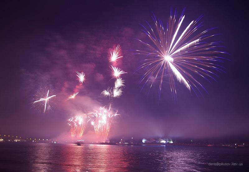 http://www.pikusov.kiev.ua/firework/IMGP2209.jpg