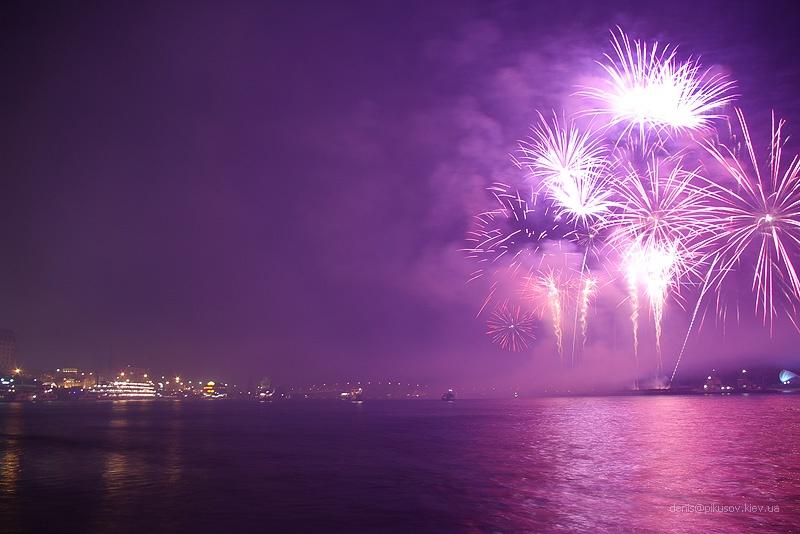 http://www.pikusov.kiev.ua/firework/IMGP2211.jpg