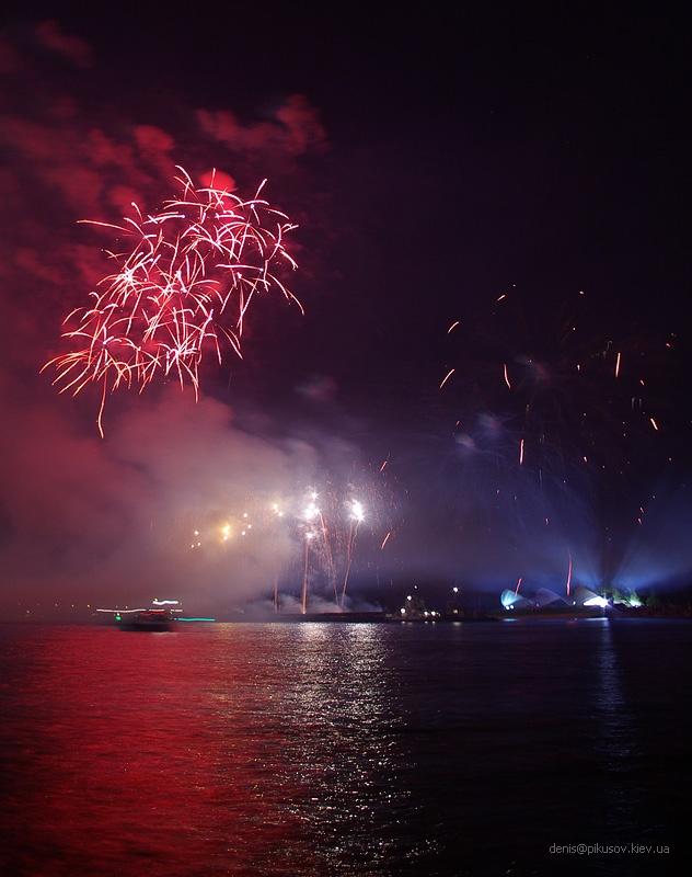 http://www.pikusov.kiev.ua/firework/IMGP2217.jpg