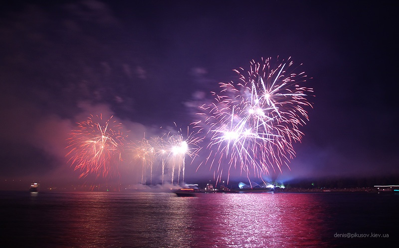 http://www.pikusov.kiev.ua/firework/IMGP2218.jpg