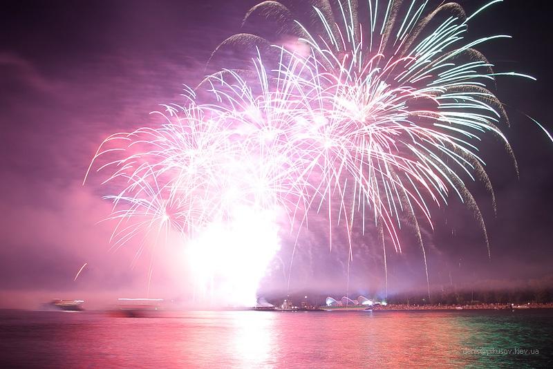 http://www.pikusov.kiev.ua/firework/IMGP2220.jpg