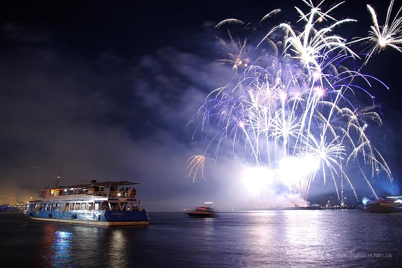 http://www.pikusov.kiev.ua/firework/IMGP2230.jpg